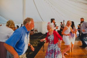 wedding dancing skipjacks band