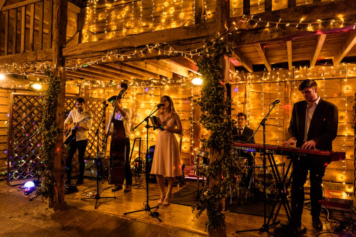 skipjacks folk band playing at barn wedding